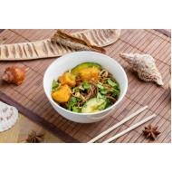 Теплый салат с тофу и гречневой лапшой